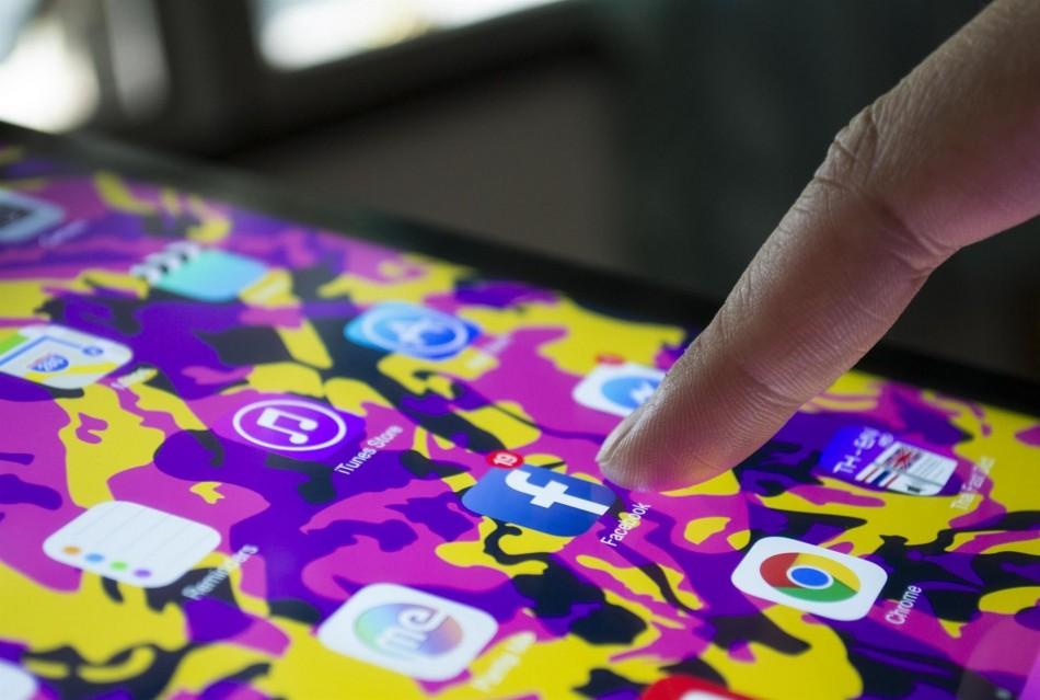 Enric Senabre: «Prohibir el mòbil el converteix en una eina opaca a l'educació»